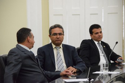 Em destaque deputados Marcos Barbosa, Francisco Tenório e Ricardo Nezinho .JPG