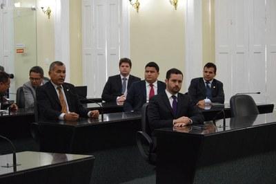 Deputados resolveram suspender a sessão.JPG