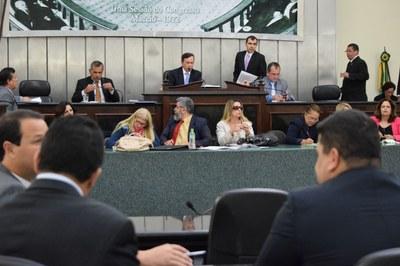 Sessão contou com a presença de 15 deputadosn .JPG