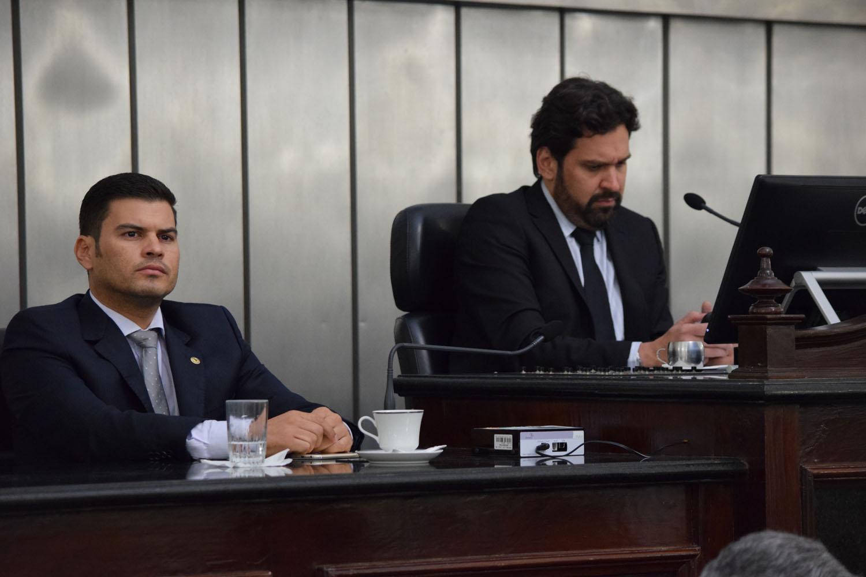 Mesa Diretora foi composta pelos deputados Jairzinho Lira e Isnaldo Bulhões.JPG
