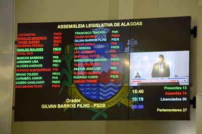 Painel eletrônico registra a presença de 13 deputados.JPG