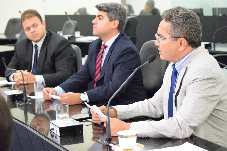Deputados Léo Loureiro, Carimbão Júnior e Francisco Tenório.JPG