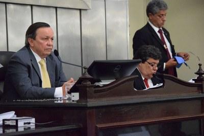 Deputado Luiz Dantas presidiu a sessão.JPG