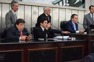 Mesa Diretora foi formada pelos deputados Edval Gaia, Isnaldo Bulhões e Luiz Dantas.JPG