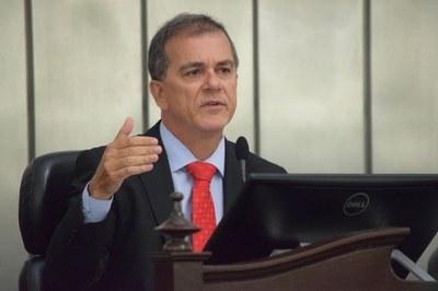 Deputado Ronaldo Medeiros presidiu a sessão.JPG