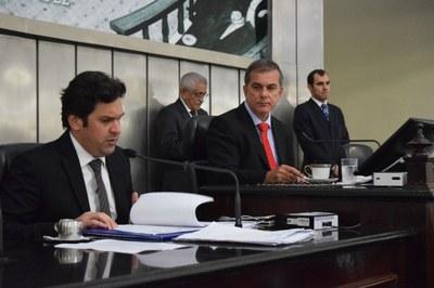 Deputados Isnaldo Bulhões e Ronaldo Medeiros conduziram a sessão desta terça-feira.JPG
