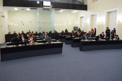 Sessão contou com a presença de 24 parlamentares.JPG