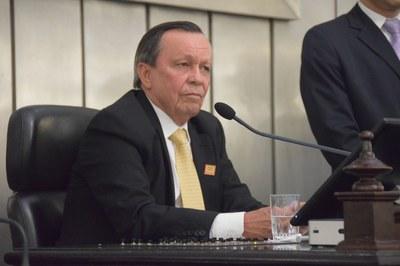 Presidente Luiz Dantas conduziu os debates .JPG