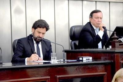Mesa Diretora foi composta pelos deputados Luiz Dantas e Isnaldo Bulhões.JPG