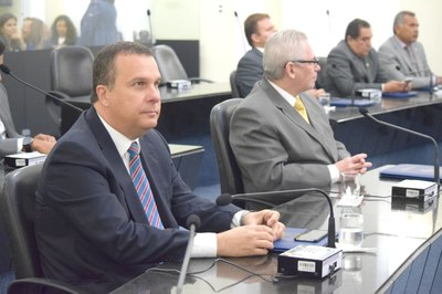 Deputado Sérgio Toledo atento a primeira sessão.JPG