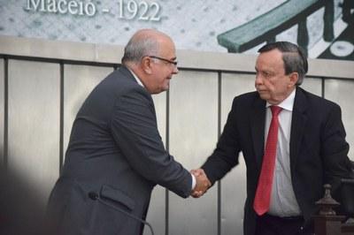 Luiz Dantas cumprimenta Fábio Farias.JPG