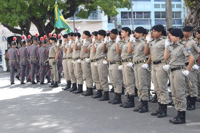 Polícia Militar aguarda autoridades .JPG