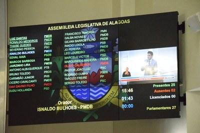 Sessão contou com 25 parlamentares.JPG
