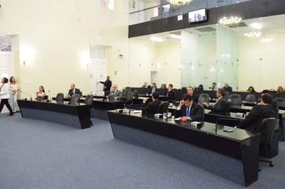 Sessão foi aberta com 15 deputados.JPG