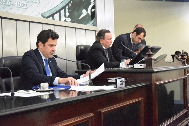 Mesa Diretora foi formada pelos deputados Isnaldo Bulhões, Luiz Dantas e Tarcizo Freire.JPG