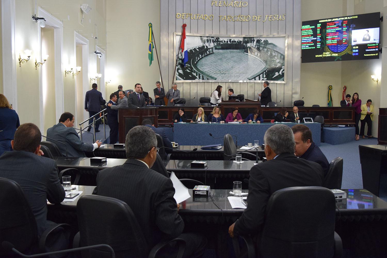 Sessão contou com a presença de 19 deputados.JPG