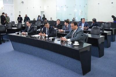 Sessão contou com a presença de 17 parlamentares.JPG
