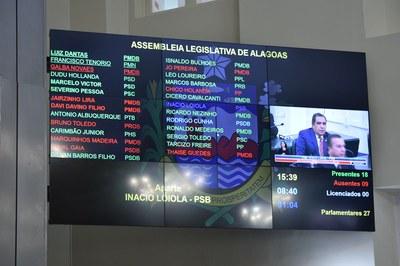Painel marca a presença de 18 parlamentares.JPG