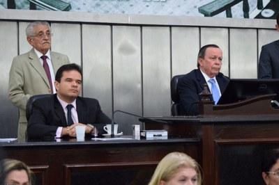 Deputados Luiz Dantas e Marcelo Victor conduziram a sessão.jpeg