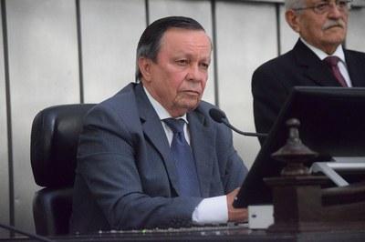 Luiz Dantas presidiu a sessão desta terça-feira.JPG
