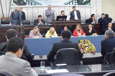 Sessão foi inciada com 11 deputados.JPG
