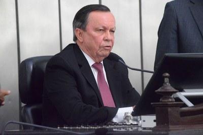 Luiz Dantas presidiu a sessão.JPG