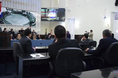 Na sessão desta terça, deputados votaram vetos governamentais.JPG