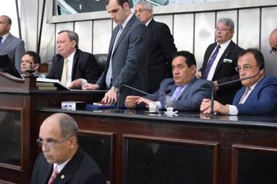 Deputados Marcelo Victor, Luiz Dantas, Severino Pessoa e Galba Novaes conduziram a sessão.JPG