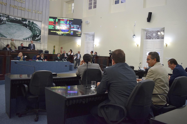 Deputados na sessão.JPG