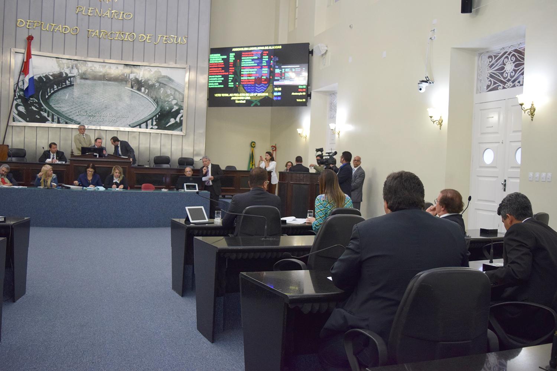 Deputados votaram vetos governamentais.JPG