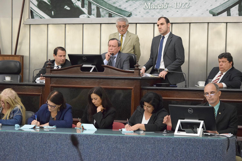 Mesa Diretora foi formada pelos deputados Dudu Hollanda, Luiz Dantas e Edval Gaia.JPG