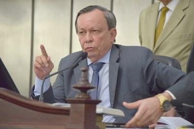 Presidente Luiz Dantas conduziu a sessão desta quarta-feira.JPG