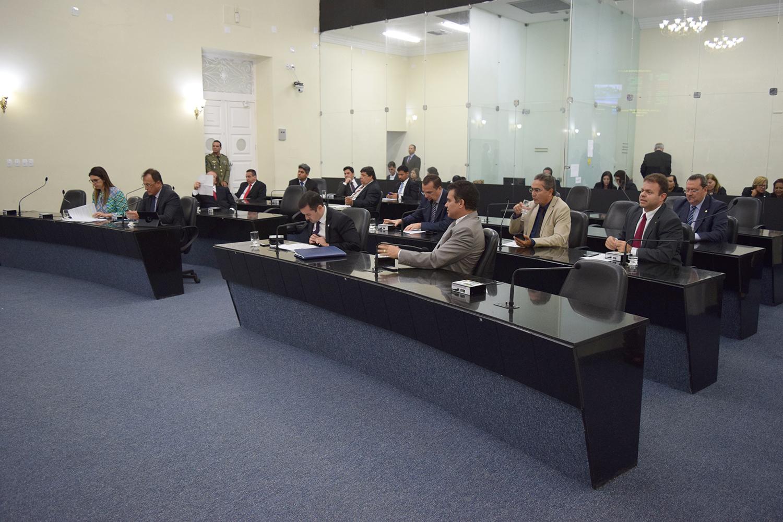 Sessão contou com a presença de 16 parlamentares.JPG