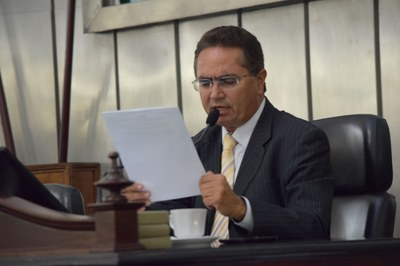 Deputado Francisco Tenório presidiu a sessão.JPG