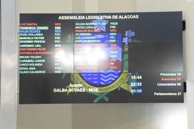 Sessão contou com a participação de 19 parlamentares.JPG