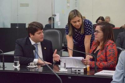 Deputados Davi Davino Filho, Flávia Cavalcante e Angela Garrote.JPG