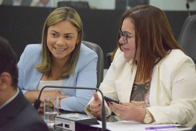 Deputadas Flávia Cavalcante e Angela Garrote.JPG