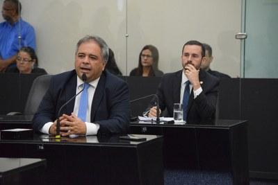 Deputados Silvio Camelo (em aparte) e Bruno Toledo.JPG