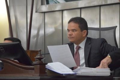 Marcelo Victor conduziu a sessão desta quarta.JPG