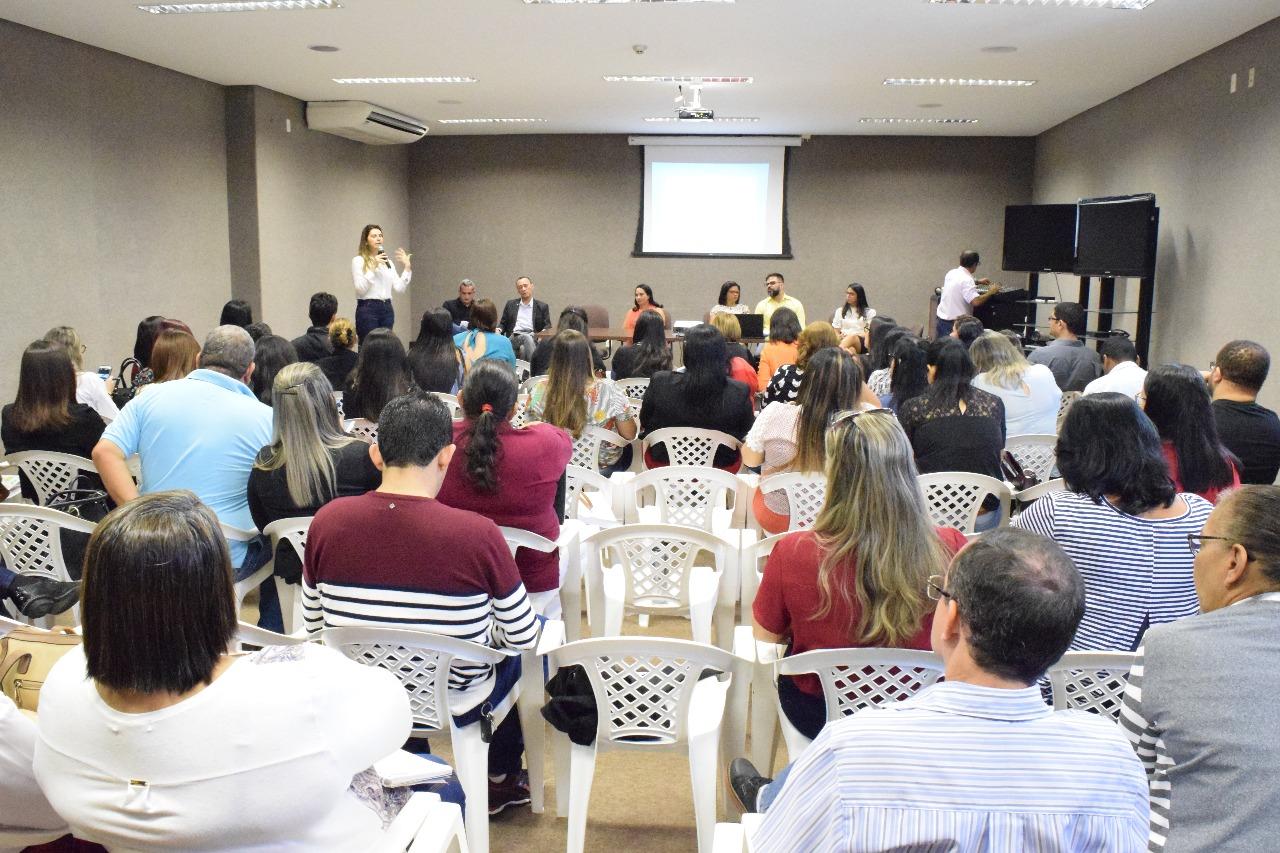 Legislativo sedia encontro de representantes dos Conselhos Municipais de Educação