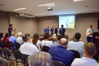 Assembleia sedia lançamento de coletânea do projeto Raízes do Saber