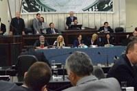 Deputados derrubam três vetos do Executivo