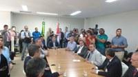 Deputados participam da assinatura do contrato para obra do viaduto da PRF