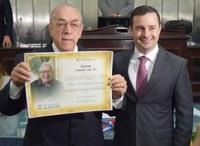 Doutor Milton Hênio é agraciado com a comenda Lêdo Ivo