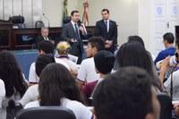 Estudantes visitam o Parlamento e debatem com deputados situação de escolas públicas