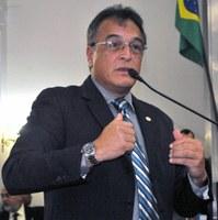 Galba Novaes pede desculpas à Mesa Diretora por exaltação durante sessão plenária