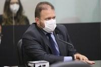 Léo Loureiro requer prioridade de vacinação contra a Covid-19 para gestantes, puérperas e lactantes