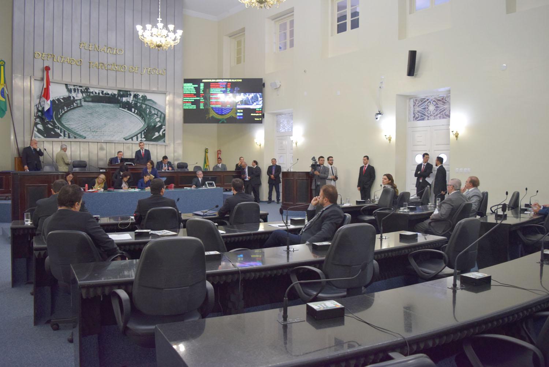 Parlamentares aprovam Orçamento de R$ 12,3 bilhões para 2019
