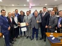 Parlamentares prestigiam homenagem ao ex-deputado Gilvan Barros