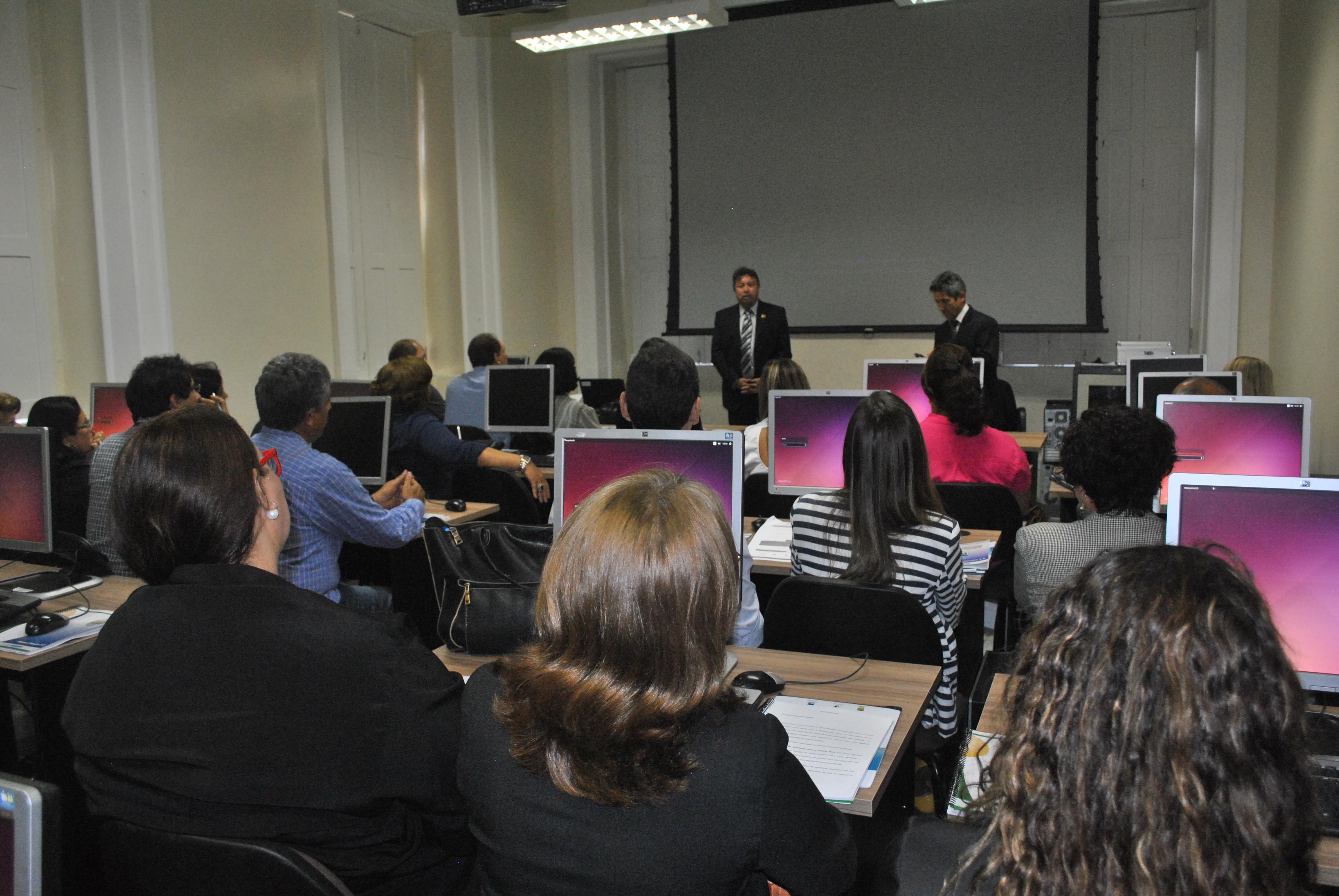 Programa Interlegis é instalado e primeiro curso já começa a ser ministrado